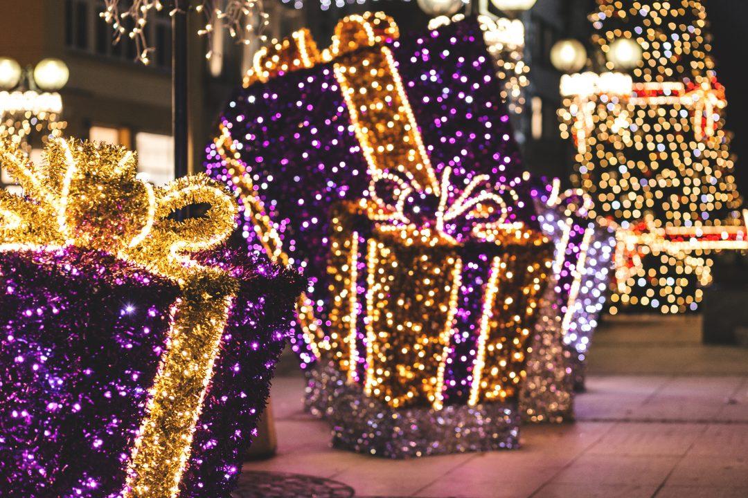 Miejskie dekoracje świąteczne prezenty