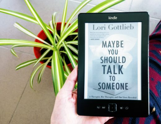 """Maybe you should talk to someone"" ebook na Kindle, kwiat doniczkowy w tle"